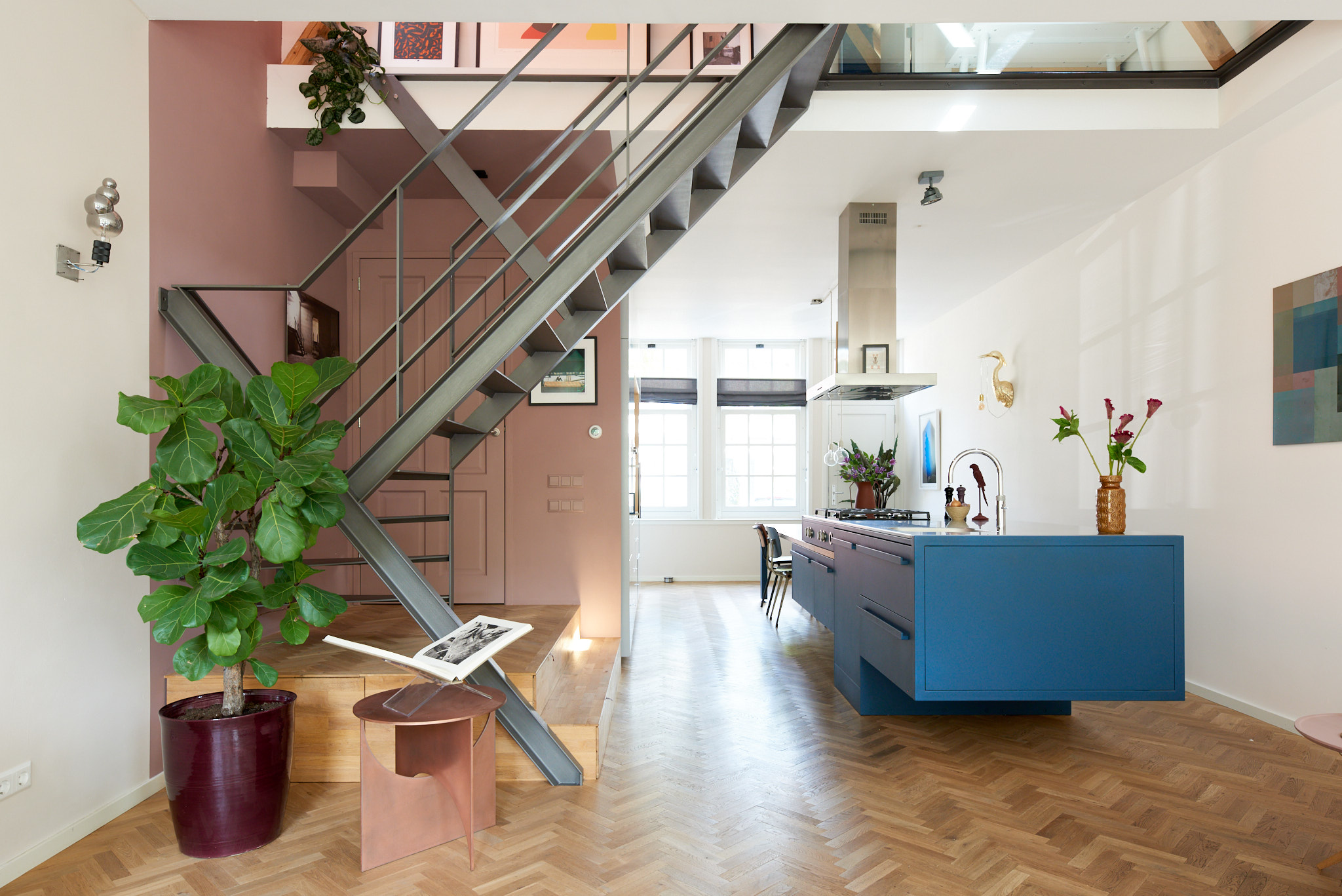 Stalen design keuken en trap in monumentaal huis